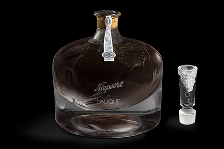 The Niepoort in Lalique 1863 decanter achieves a GUINNESS WORLD RECORDS™  title for the Most