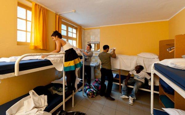 Bruselas Youth Hostel Van Gogh City Centre,
